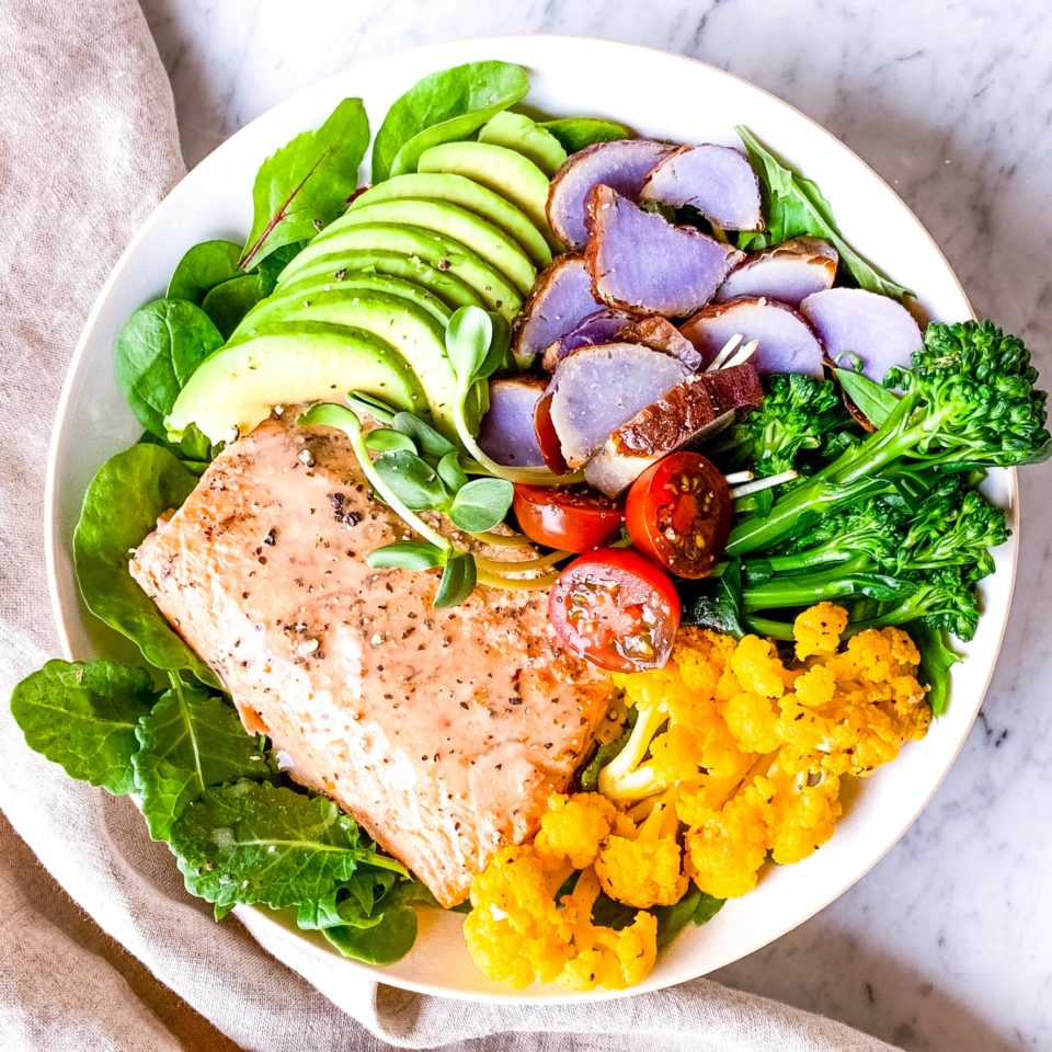 Salad Bowl w/Salmon & Veg